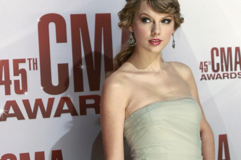 "Taylor Swift ""Eyes Open"" for Hunger Games"
