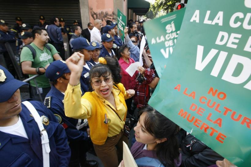 Pro-choice and anti-abortion supporters face off near Mexico City's local legislature