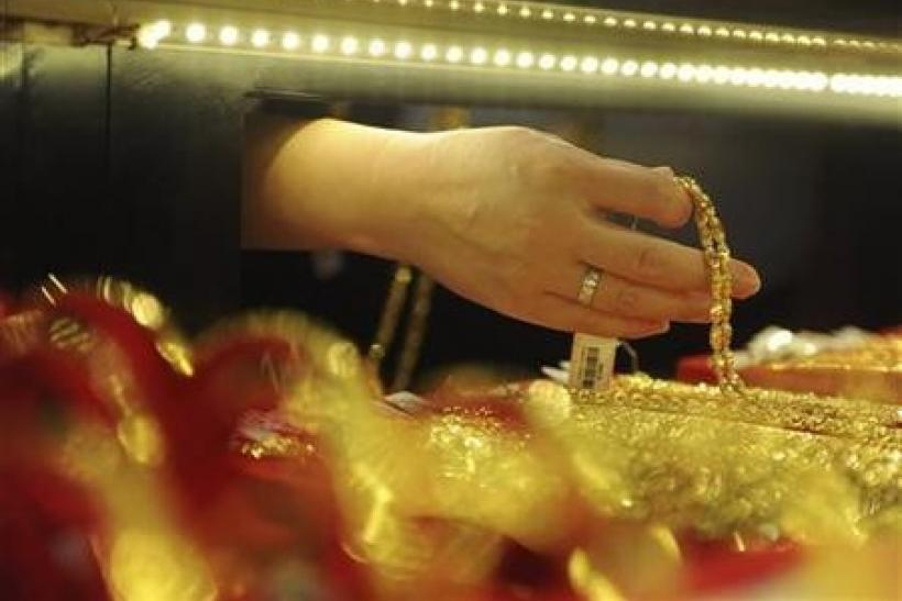 Gold back in vogue, posts biggest gain since August