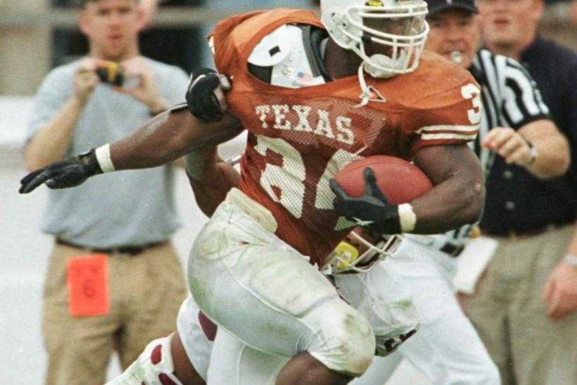 University of Texas Longhorns Ricky Williams heads toward the end zone for a 60-yard touchdown past Texas A&M Aggies Jason Webster during first quarter action