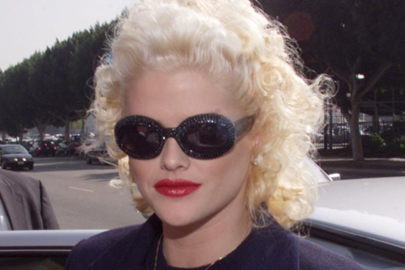 ANNA NICOLE SMITH ARRIVES FOR BANKRUPTCY HEARING.