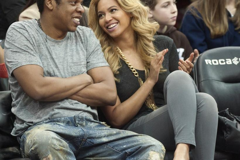 Jay Z and his wife Beyonce watch the New Jersey Nets play the Phoenix Suns