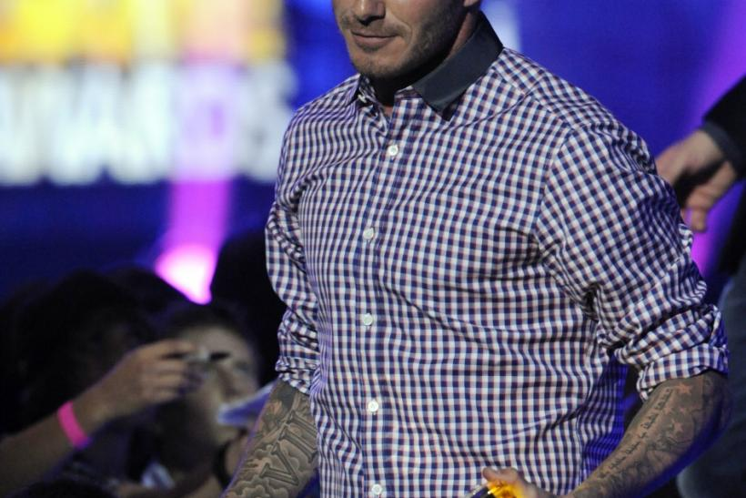 David Beckham holds his son Cruz's hand as he accepts the That's How I Roll award