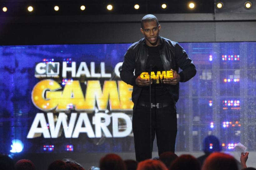 The New York Giants' Victor Cruz accepts the Dance Machine award during the Cartoon Network's Hall of Game Awards