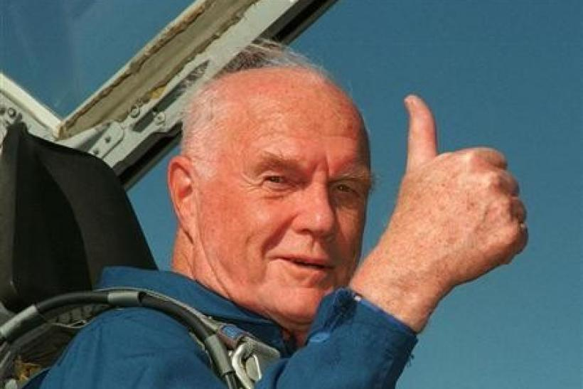 Ohio Senator John Glenn gives the thumbs up sign from the cockpit of his T-38 jet aircraft as he arrives at the Kennedy Space Centre October 26, 1999.