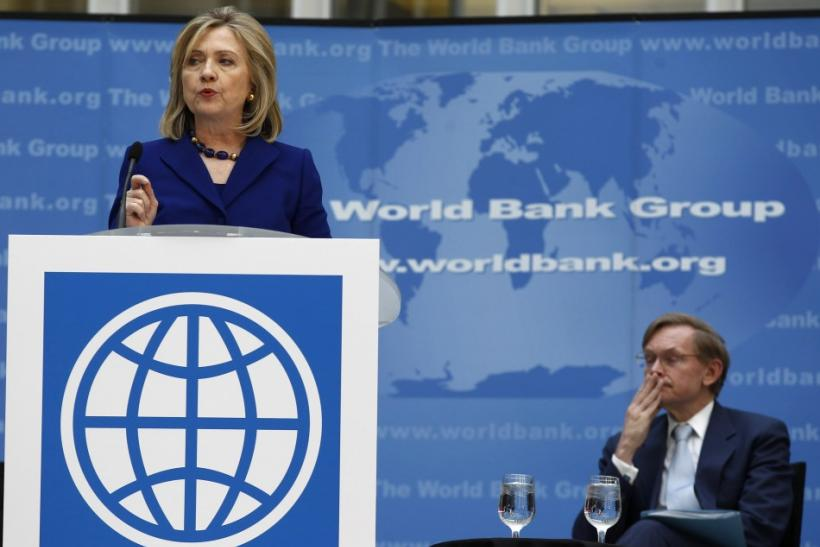 U.S. Secretary of State Hillary Clinton and World Bank President Robert Zoelick take part in a ceremony marking World Water Day at World Bank Headquarters in Washington, March 22, 2011.