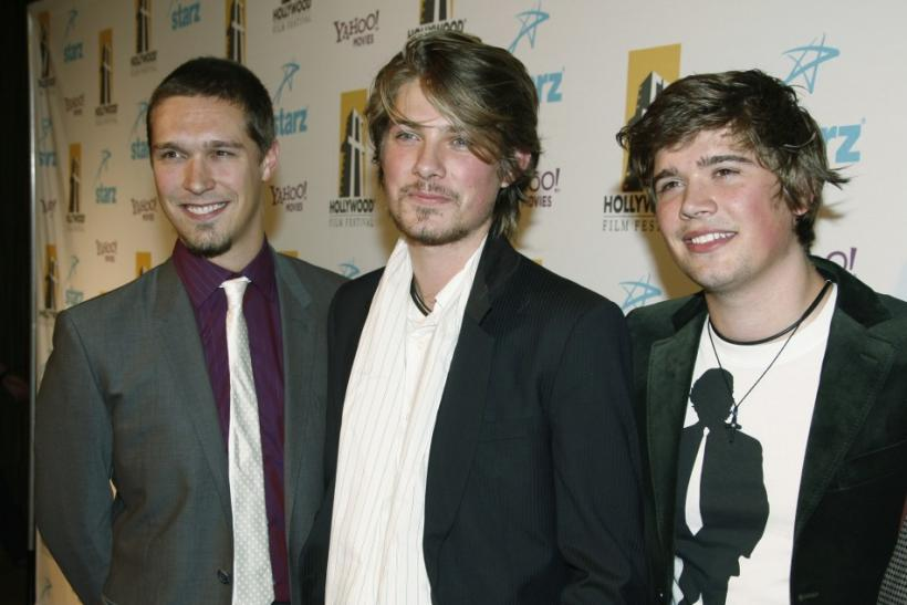 Taylor Hanson (middle)