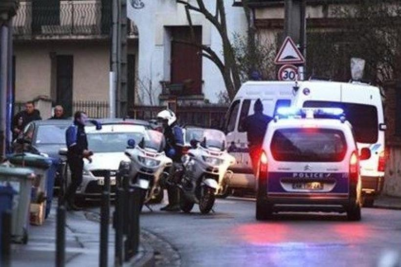 Toulouse French shooting gunman holed up
