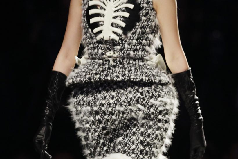 Oddly Fashion Victims on the Ramp: Freakish Yet Tantalizing Fashion Guinea-Pigs (PHOTOS)