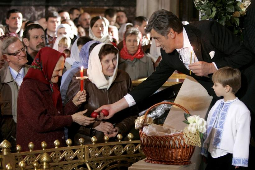 Ukraine's President Viktor Yushchenko (R) gives out Easter eggs during an Easter service at a cathedral in Kiev April 27, 2008.