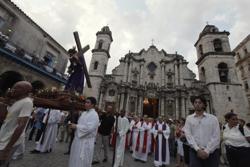 Worshippers carry a statue of Jesus Christ during a Via Crucis (Way of the Cross) procession on Good Friday in Havana April 6, 2012. Bells rang from Roman Catholic churches throughout Havana on Friday to remember the death of Jesus Christ as Cubans celebr