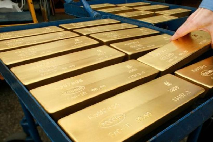 Gold rises on firmer euro, but set for weekly fall