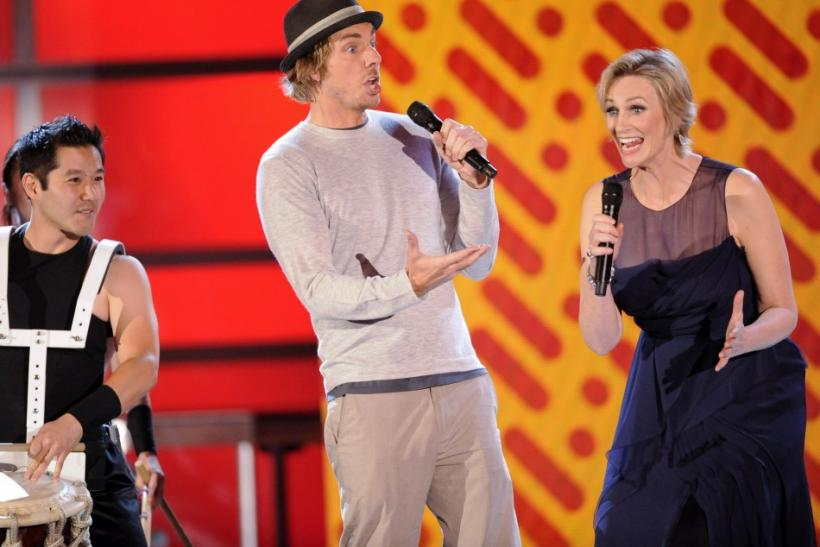 Actor Dax Shepard (L) and actress and host Jane Lynch (R) perform during the Do Something Awards in Los Angeles, California