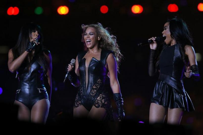 Did Beyoncé Flash Illuminati Sign During Super Bowl 2013 ...