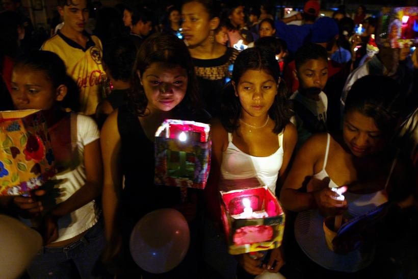 Children hold candles during a demonstration to condemn violence against children in Tegucigalpa