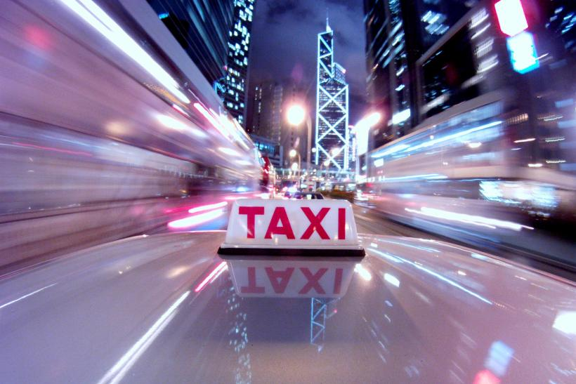 China bans Uber-style taxi apps