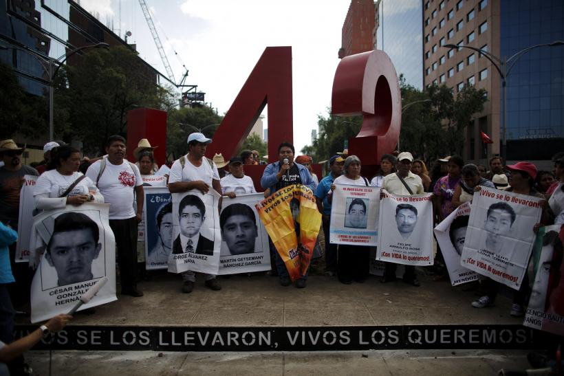 2015-04-27T035030Z_923662211_GF10000074044_RTRMADP_3_MEXICO-VIOLENCE-ANNIVERSARY-UPDATE