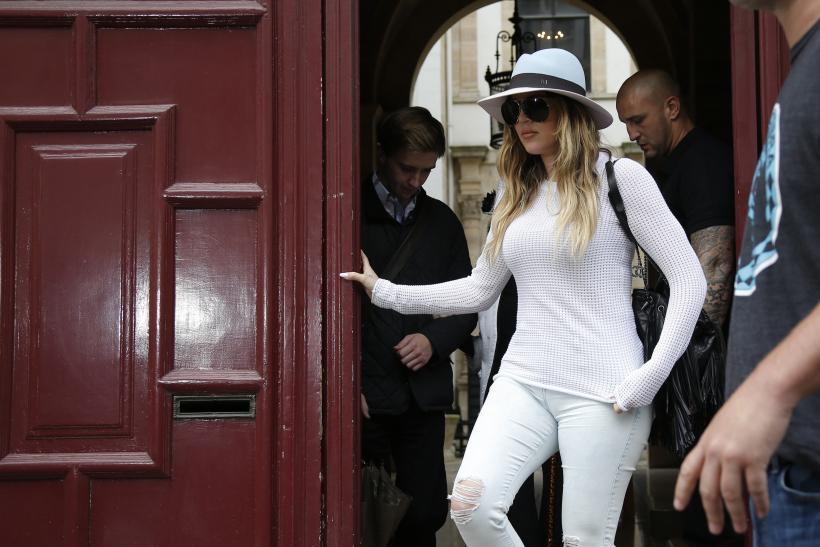 [10:09] Television personality Khloe Kardashian leaves an apartment building in Paris