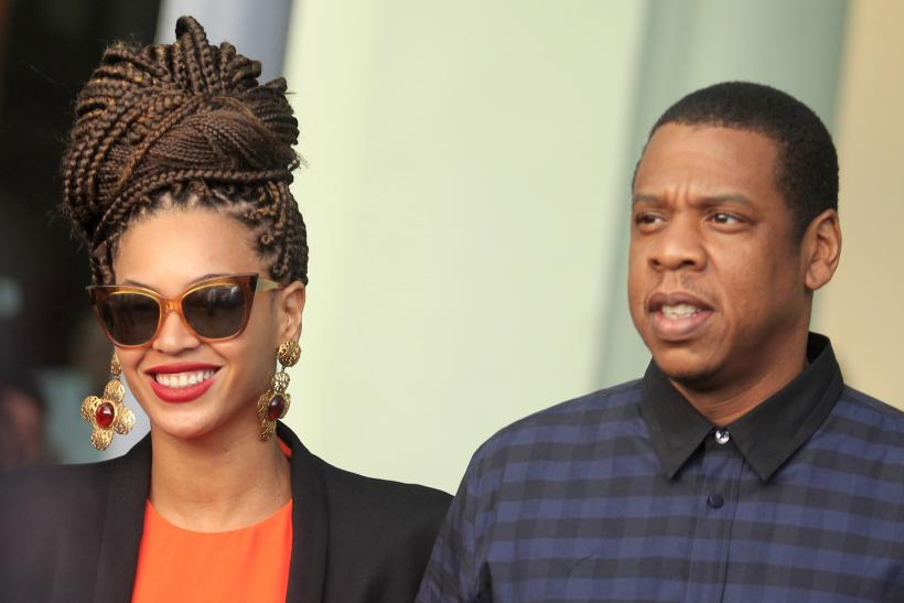 [7:50] U.S. singer Beyonce (L) and her husband rapper Jay-Z walk as they leave their hotel in Havana