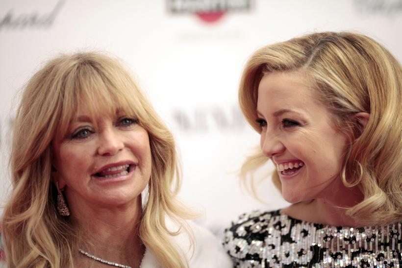 """[9:22] Cast member Kate Hudson (R) arrives with her mother, Goldie Hawn, at the premiere of the film """"Nine"""""""