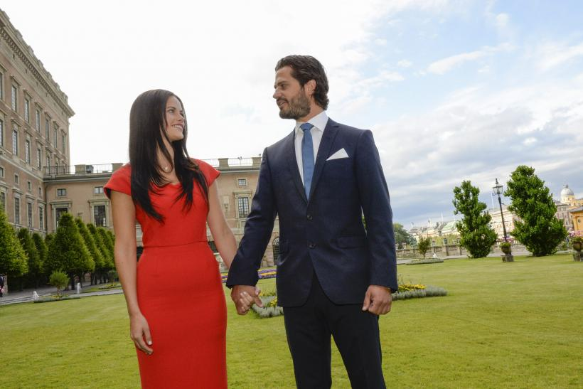 [8:20] Sweden's Prince Carl Philip (R) and Sofia Hellqvist look at each other during their news conference where they announced their engagement at Stockholm Palace