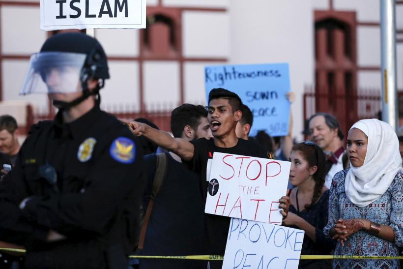 texas muslims as the target of anti islam groups in america Right-wing extremists plotting violent attacks rally organized by anti-muslim groups  with anti-islam protesters waving texas and israeli flags and.
