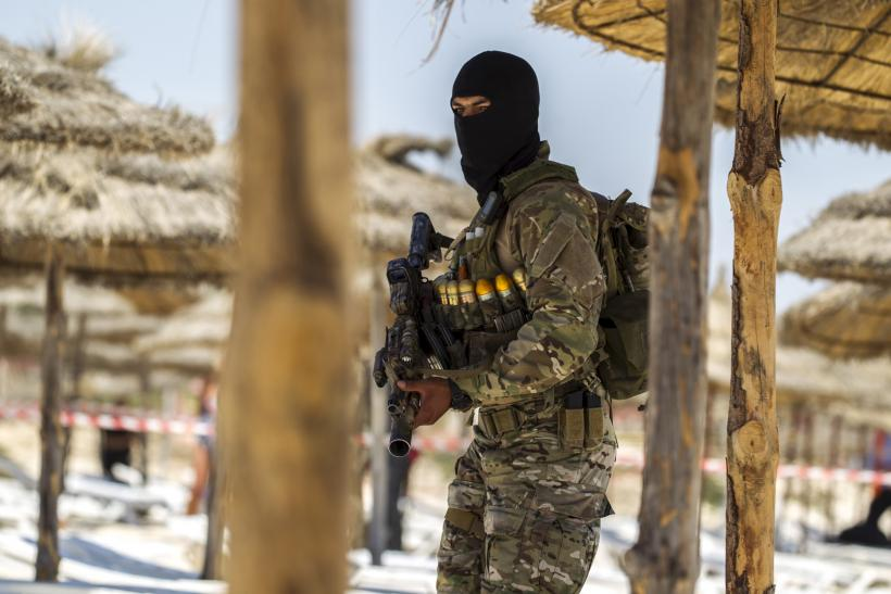 UK warns citizens leave tunisia