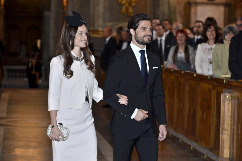 [11:52] Sweden's Prince Carl Philip and his fiancee Sofia Hellqvist arrive for a service at the Royal Chapel in Stockholm