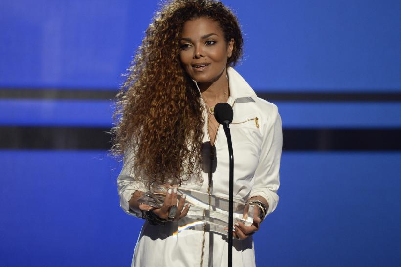 [8:58] Janet Jackson accepts the Ultimate Icon Award
