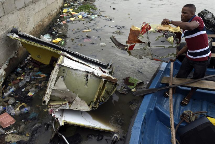 Nigeria helicopter crash into lagoon
