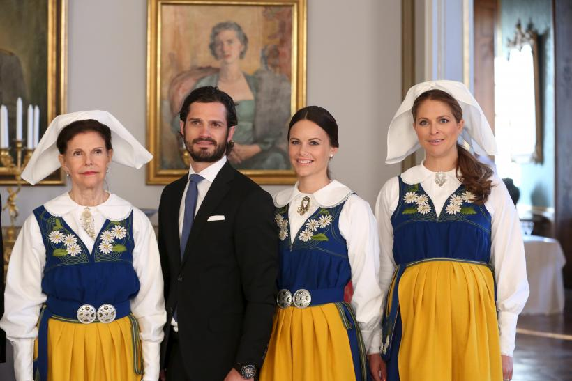 [7:47] Queen Silvia, Prince Carl Philip, his fiancee Sofia Hellqvist and Princess Madeleine pose for a photograph