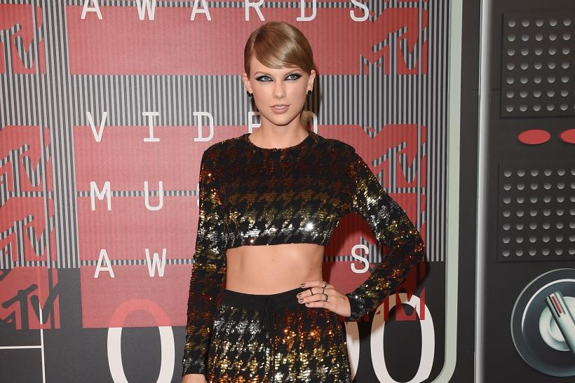 taylor swift gets gift from fans