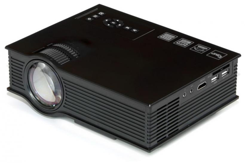 UNIC UC40+ LCD projector