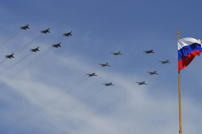 Russia jets fly in formation over Moscow