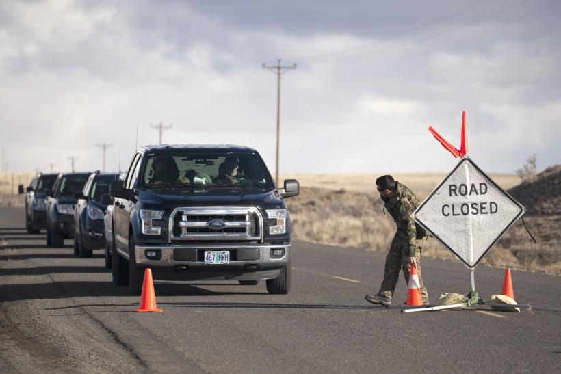 People rally to support, condemn Oregon standoff