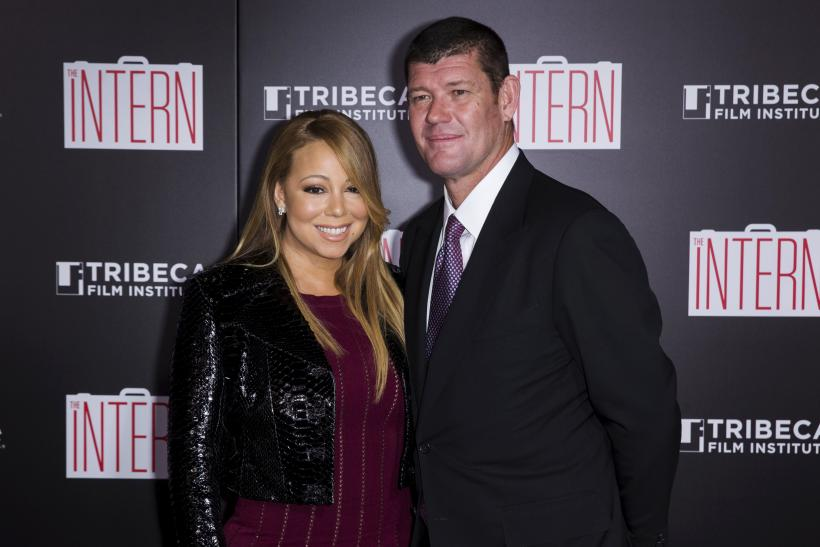 Singer Mariah Carey and James Packer share a kiss before her performance