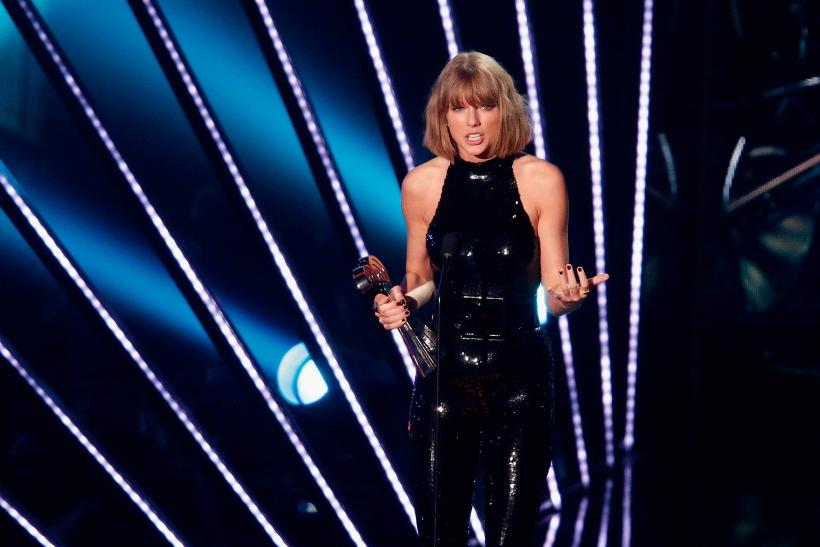 Taylor Swift IHeartRadio Music Awards 2016