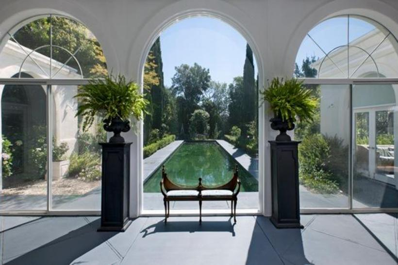 10 Celebrity Homes With Killer Pools