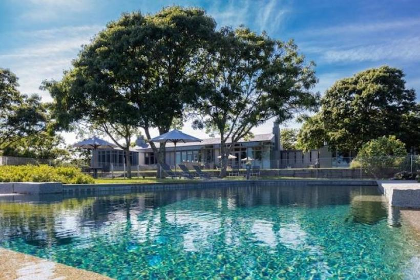 10 Celebrity Homes With Amazing Swimming Pools [PHOTOS]