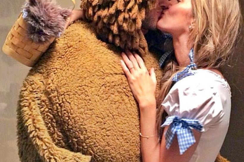 Tom Brady and Gisele Bündchen - The Cowardly Lion and Dorothy from 'The Wizard Of Oz'.