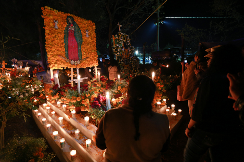 See what a Day of the Dead celebration really looks like with these cool pictures.