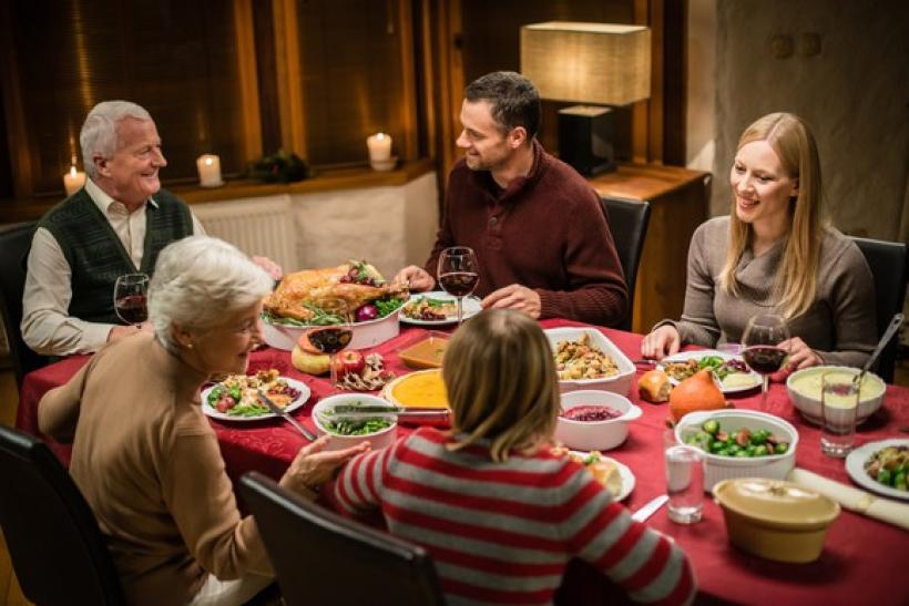 thanksgiving-dinner_gettyimages-474203200_0OTC1mS_large