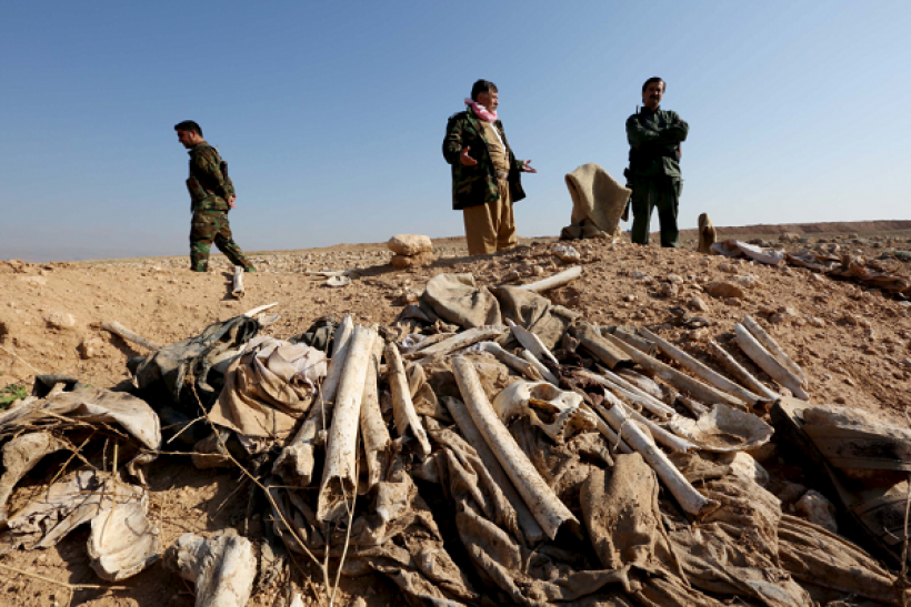 Kurdish forces discover two mass gaves filled with remains belonging to several Yazidis Iraqis.
