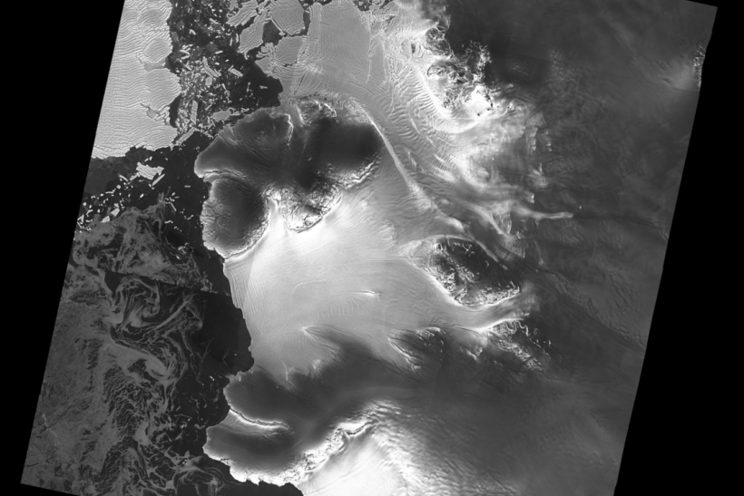 Dotson_ice_shelf_from_Sentinel-1_article_mob