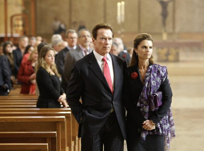 California Governor Arnold Schwarzengger and his wife Maria Shriver (R) attend funeral services for Italian film producer Dino De Laurentiis in Los Angeles