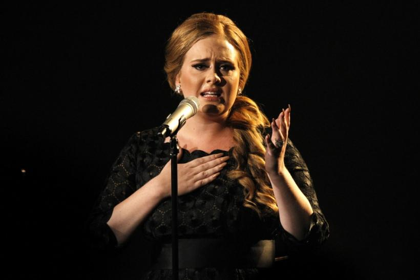 Adele And Other Singers With Throat Problems [PHOTOS