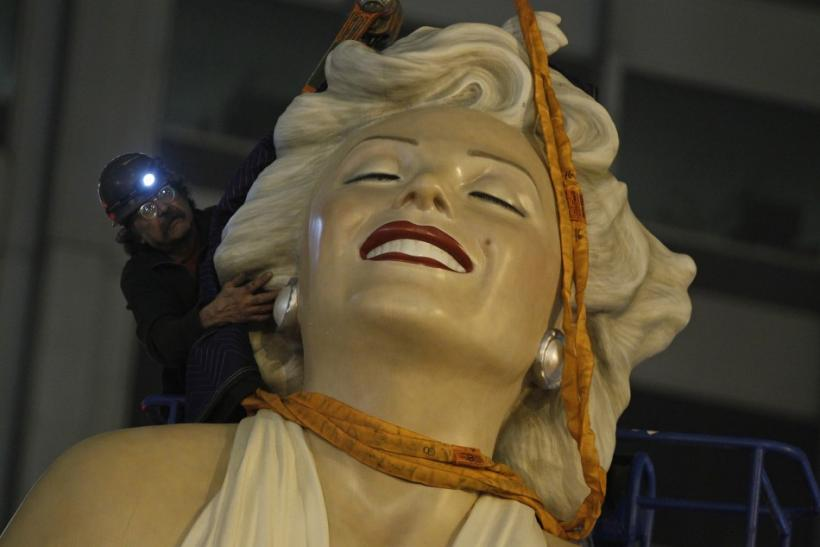 A worker prepares to disassemble a 26-foot tall statue of Marilyn Monroe in Chicago