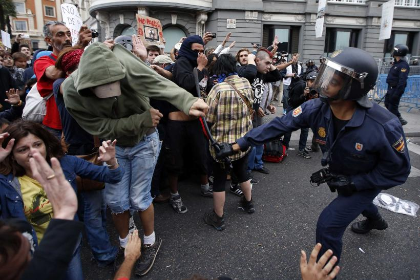Spanish Police Clash With Protesters