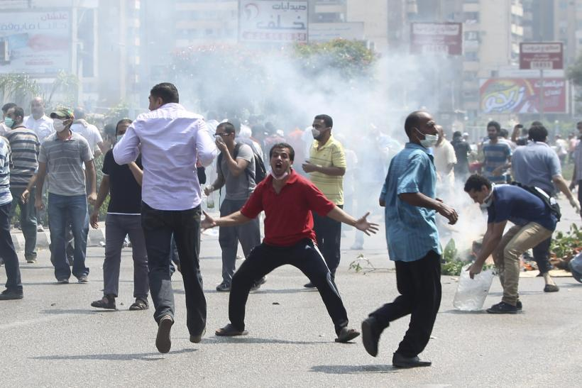 egypt protesters clash
