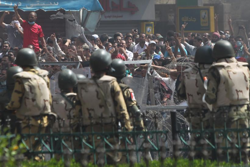 Riot Police Clash egypt